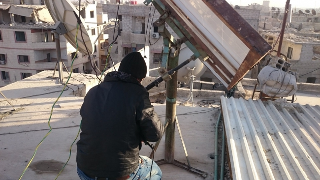 Installatie van zendapparatuur in de oostelijke Ghouta