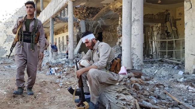 Koerdische strijders na het Iraanse bombardement van Koya in 2018 (© Shorsh Ghafuri).