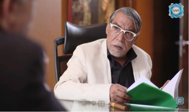 Buq'at Daw', Schijnwerper, Ramadan 2017 Aflevering: De historicus van de crisis (gespeeld door Ayman Rida).