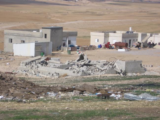 Gesloopte woning in het niet-erkende Bedoeïenendorp Alsara. Foto Neukoln